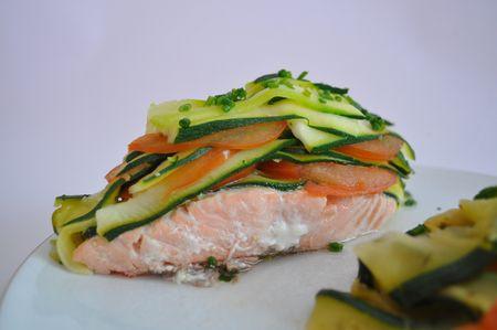 gros_plan_saumon_legume
