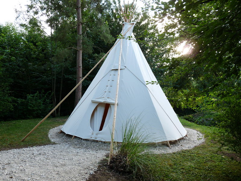 h bergement insolite tipi photo de moulin aux moines h bergement insolite tipi maison d. Black Bedroom Furniture Sets. Home Design Ideas