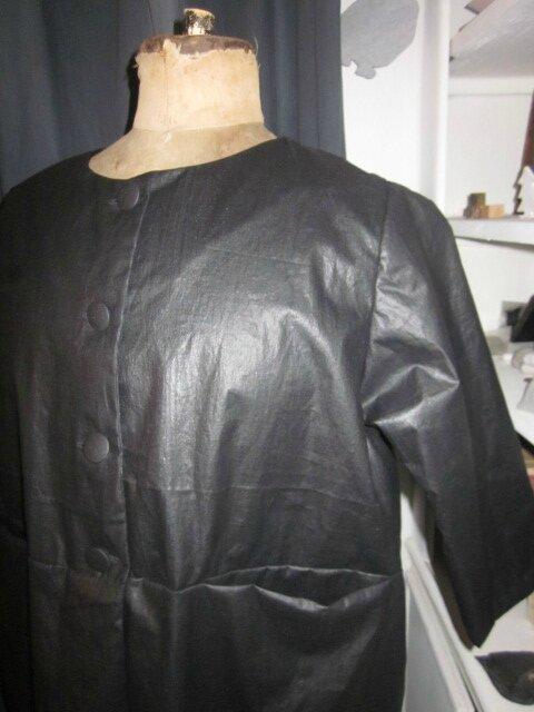 Manteau GISELE en lin enduit noir (1)
