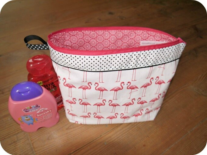 trousse toilette flamants roses