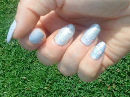 ongles pretty in platinium toppers essence