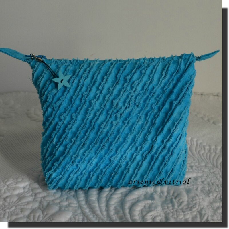 trousse chenille turquoise
