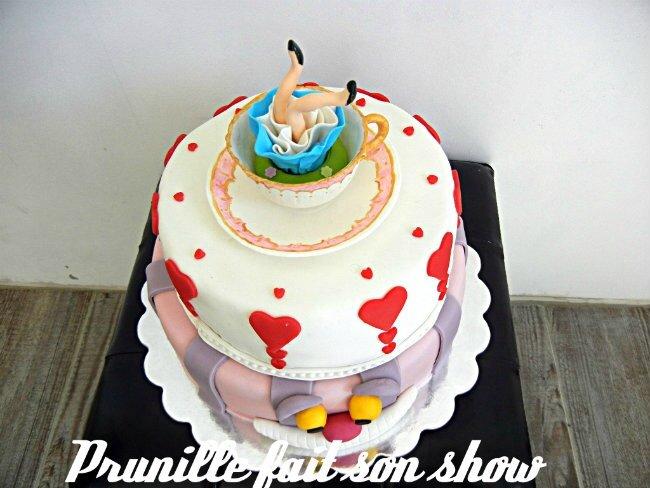"wedding cake ""alice au pays des merveilles"" - prunille fait son"