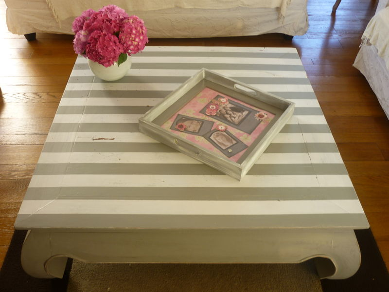 Table basse relook e avec rayures decor 39 in id es conseils - Peindre une table basse ...