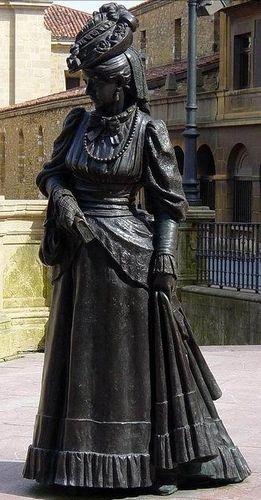 Oviedo-statue bronze Dona Ana Ozores