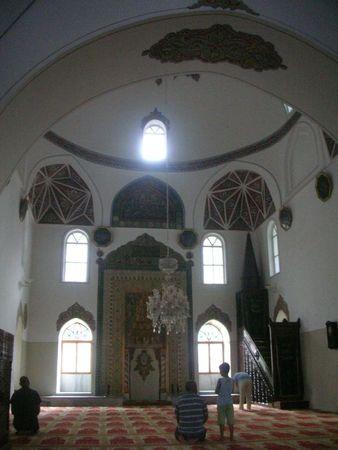 Orhan Camii, intérieur