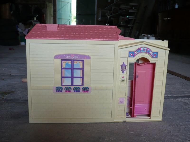 Maison de barbie vidons les placards - Grande maison de barbie ...