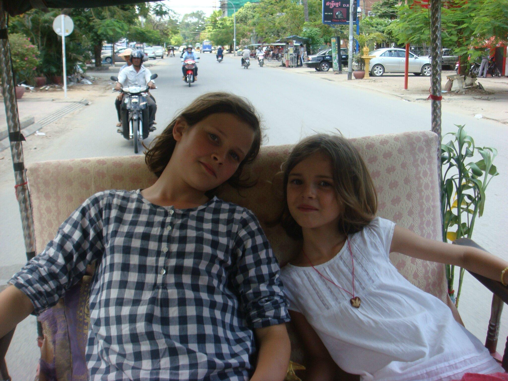 cambodge dr le d 39 tape 4 phnom penh parenth se en asie. Black Bedroom Furniture Sets. Home Design Ideas