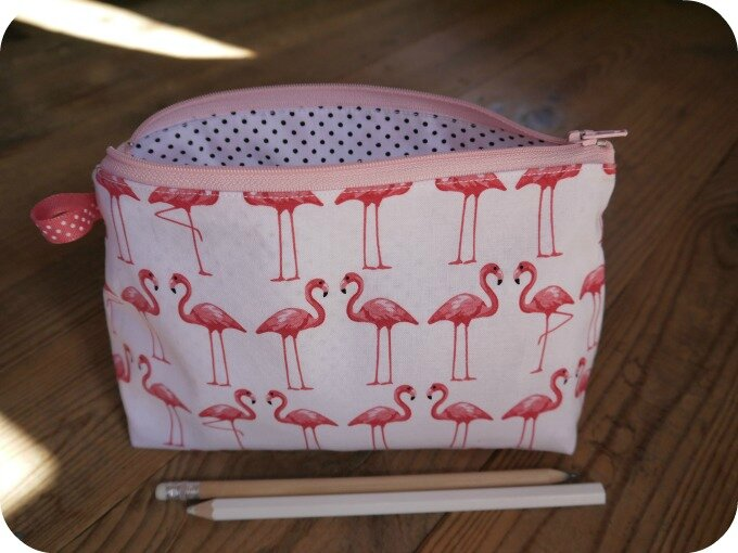 flamants roses trousse