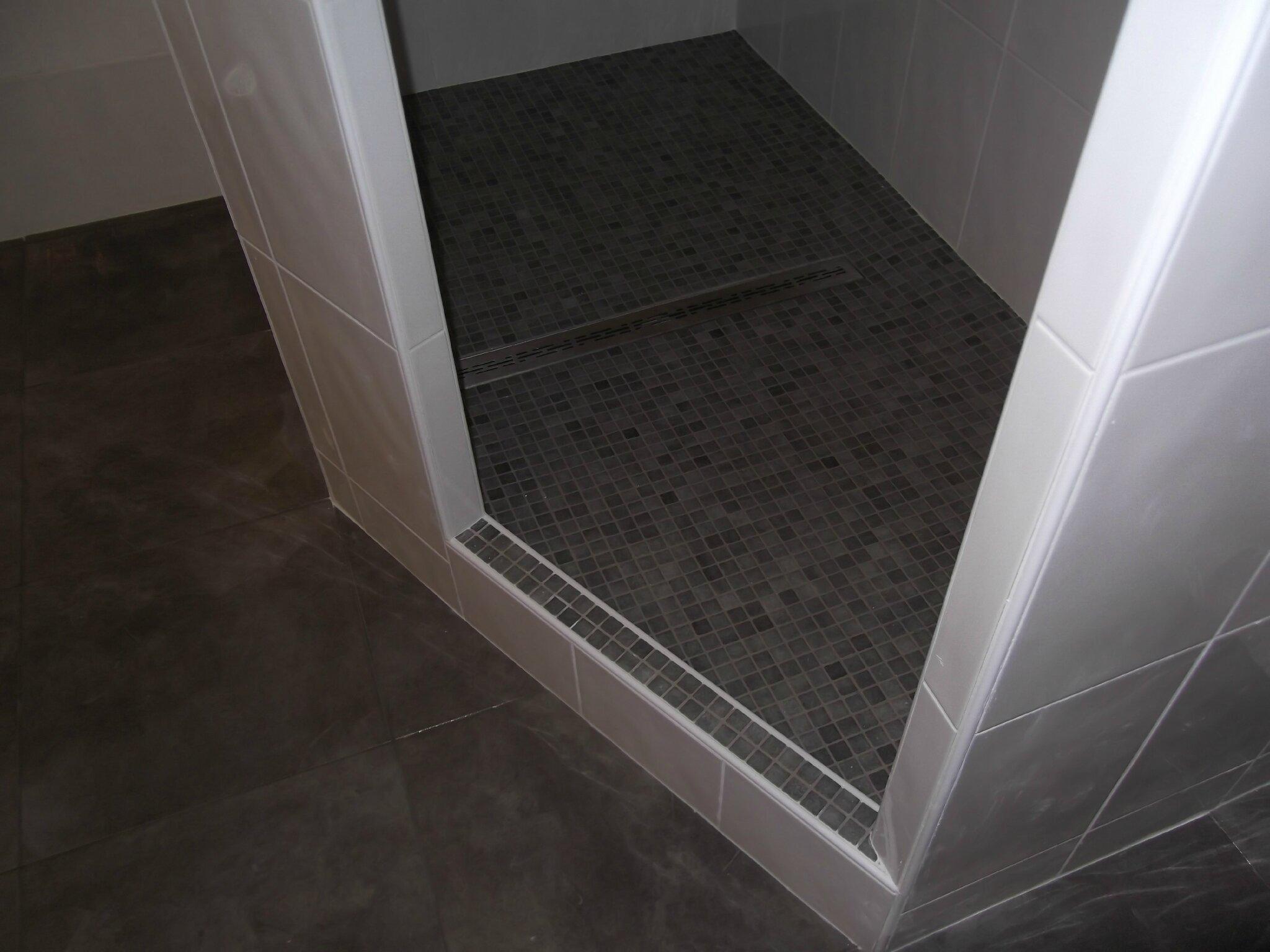 suite renovation douche hors sol carrelagebommart. Black Bedroom Furniture Sets. Home Design Ideas