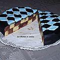 Premier essais : gâteau damier chocolat-amande recouvert de pâte à sucre effet matelassé.