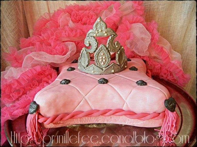 gateau coussin de princesse gateau 3d pillow cake prunille fait son show. Black Bedroom Furniture Sets. Home Design Ideas