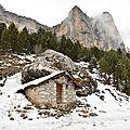 La cabane du berger sous l'œil du rocher du midi