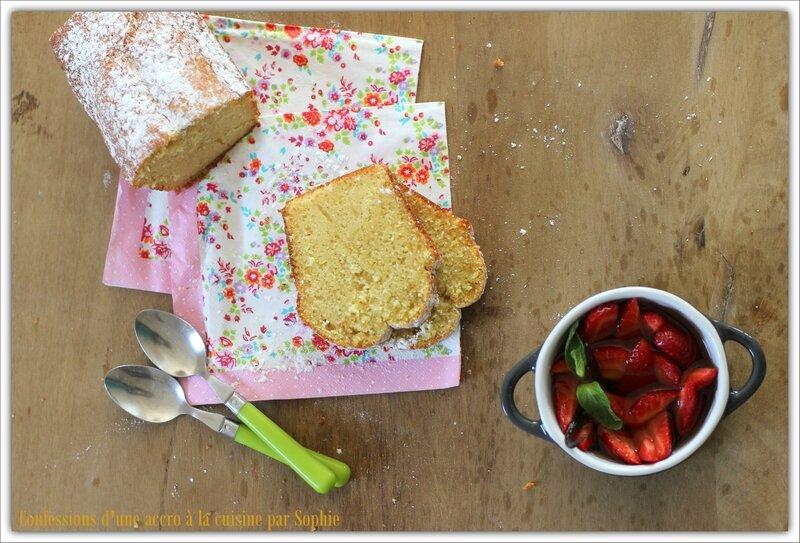 Cake au muscat et fraises 006
