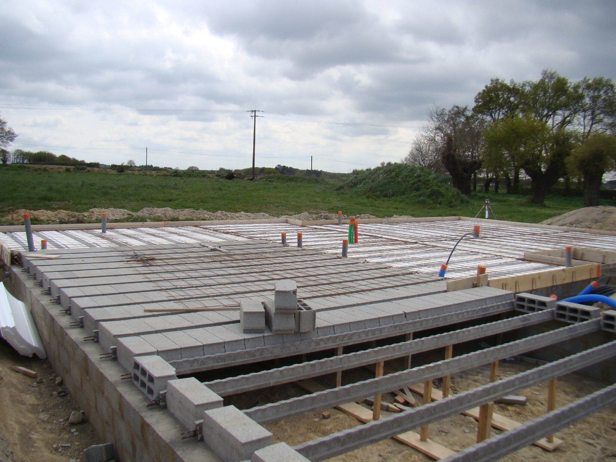 Construire piscine beton choisir le fond de sa piscine for Prix construction piscine beton