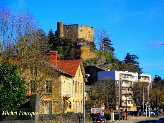 8) entrée de Crémieu chateau Delphinal