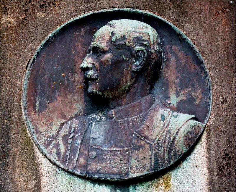 Monument T Botrel1