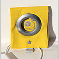 porte chargeur jaune ferrmé
