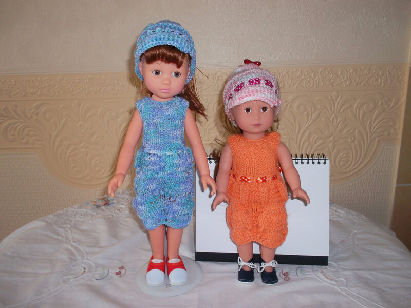 Cassidy & Laura ont la même tenue , sauf les couleurs ( Louise)
