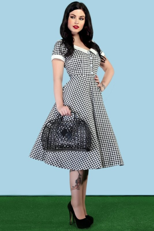 robe-swing-collectif-clothing-madeline-vichy-noir-retro-pin-up-annees-0