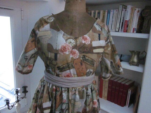Robe RAYMONDE en coton imprimé ''l'atelier couture'' - manche raglan - longueur genoux - taille unique (9)