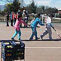 jugando tenis en el Semillero - El Portal