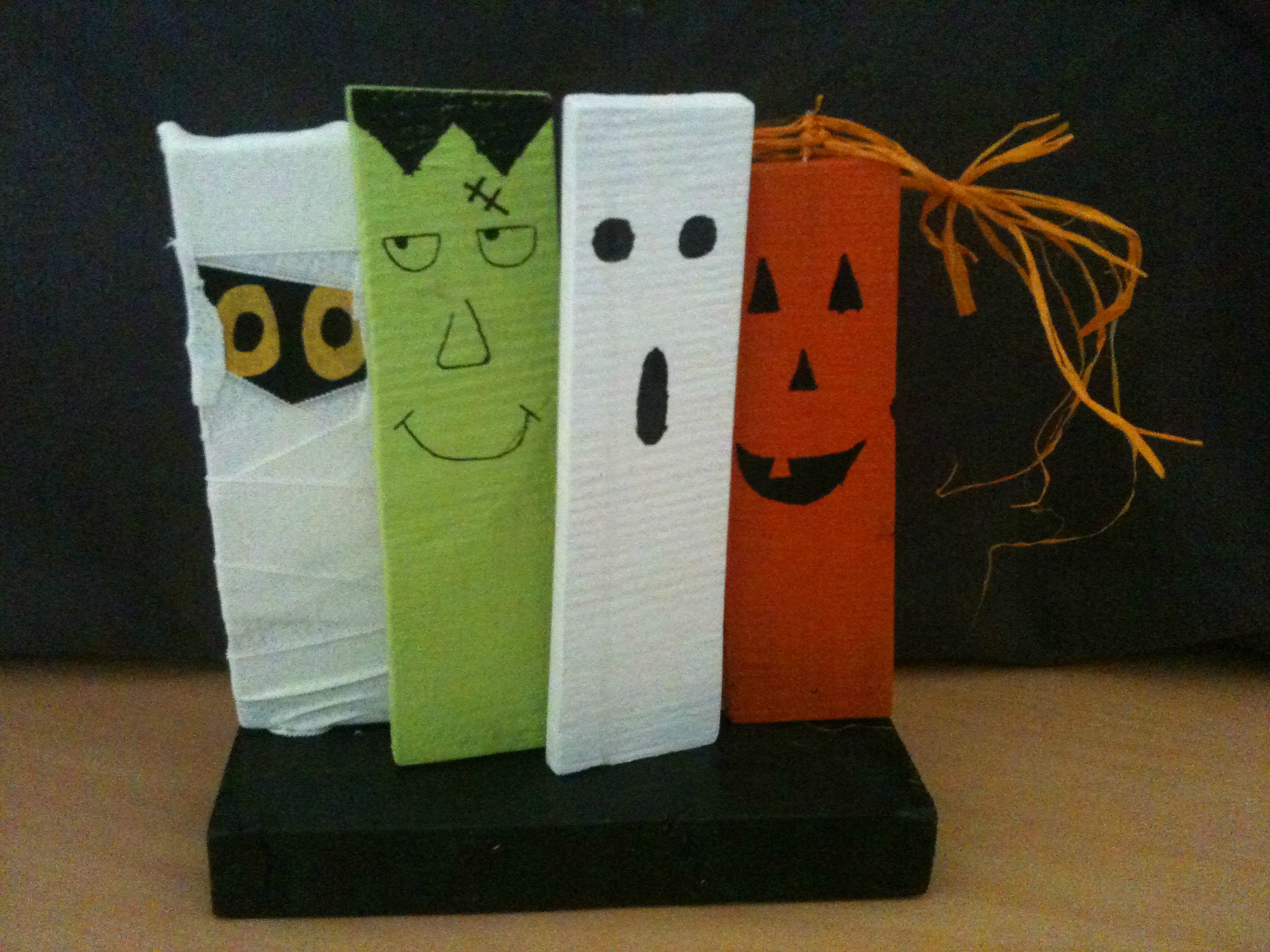 D co halloween photo de brico d co bois papier for Deco maison halloween