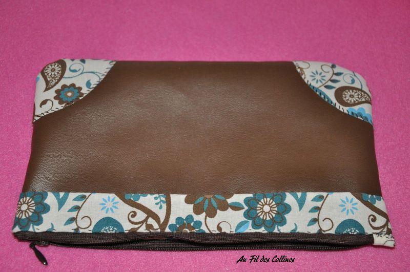 Trousse chocolat et bleu canard au fil des collines for Trousse couture cuir