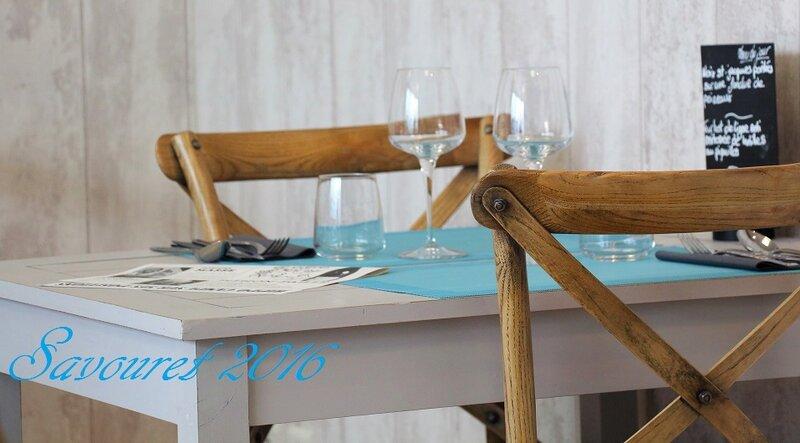 Salle_bleue_3__table_2_