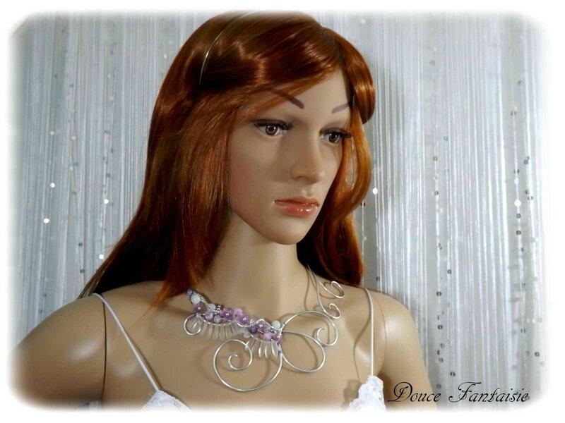 Collier mariée blanc mauve parme fil aluminium mariage