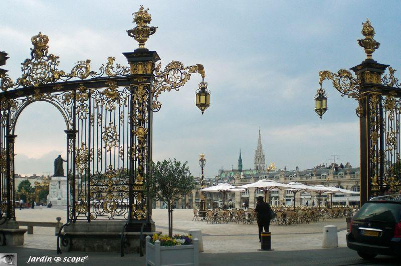 La Place Stanislas avec l'église St-Epvre au fond