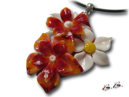 pend_3_fleurs_ton_blanc_rouge_orang_