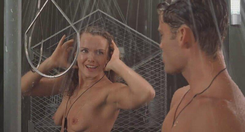 Dina Meyer et Casper Van Dien sous la douche !