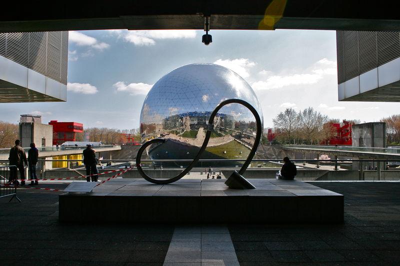 La géode depuis la Cité des Sciences.