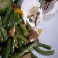 Suprêmes de poulet pochés, farcis au foie gras et aux cèpes