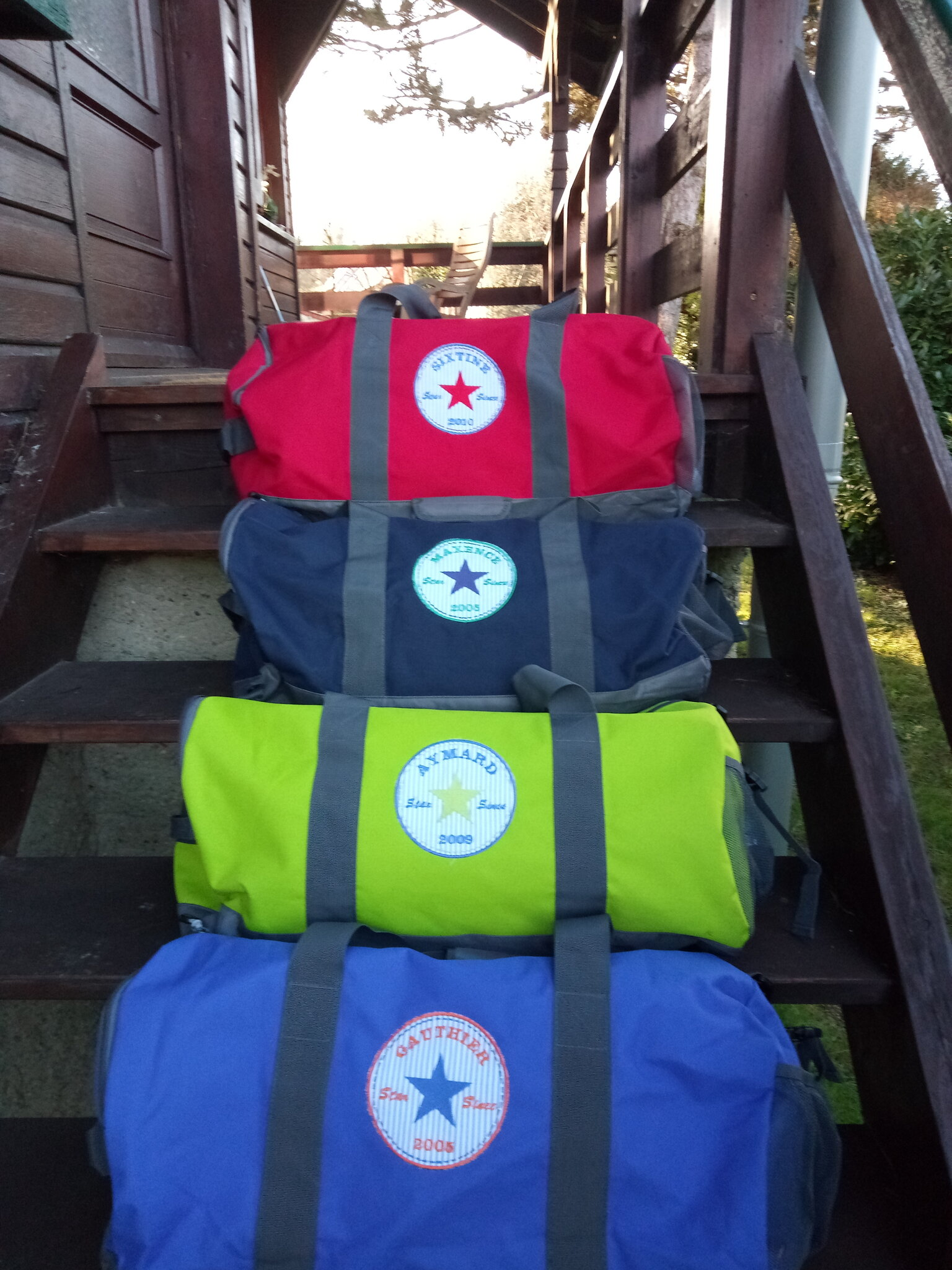 """Chacun son sac de voyage coloré """"full option"""" pour les vacances !"""