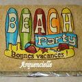 Gâteau mer, surf, sable Bonnes vacances, vue dessus