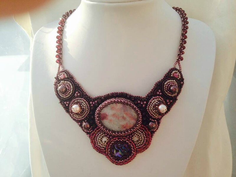 Collier brodé Grenadine