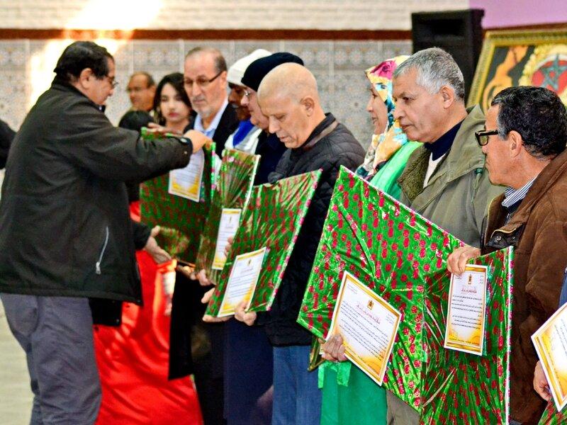 Fête pour honorer des retraités(ées) de l'éducation nationale à Berkane 30-12-2016 (27)