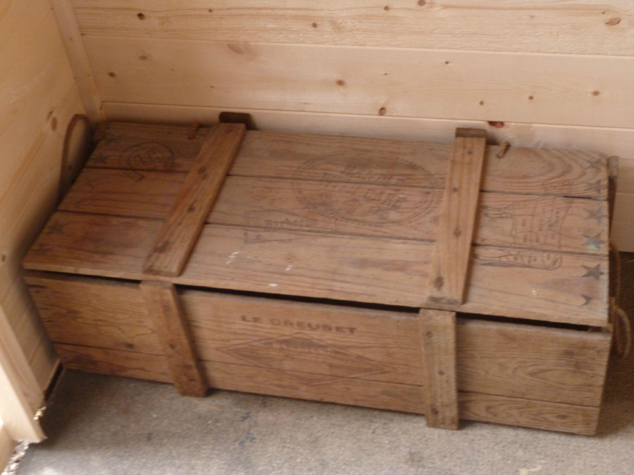 malle bois. Black Bedroom Furniture Sets. Home Design Ideas