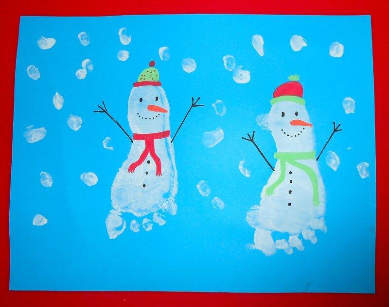 empreintes-pieds-bonhomme-de-neige-activité-manuelle-facile-enfants-bébé (2)