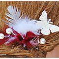 pic papillon plumes ivoire bordeaux