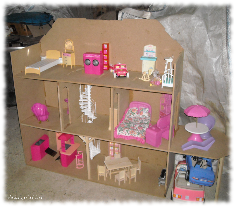 maison de barbie en cours de montage aria cr ations. Black Bedroom Furniture Sets. Home Design Ideas