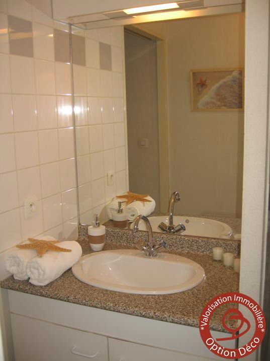 Home staging avant apr s album photos option d co le mag Salle de bain home staging