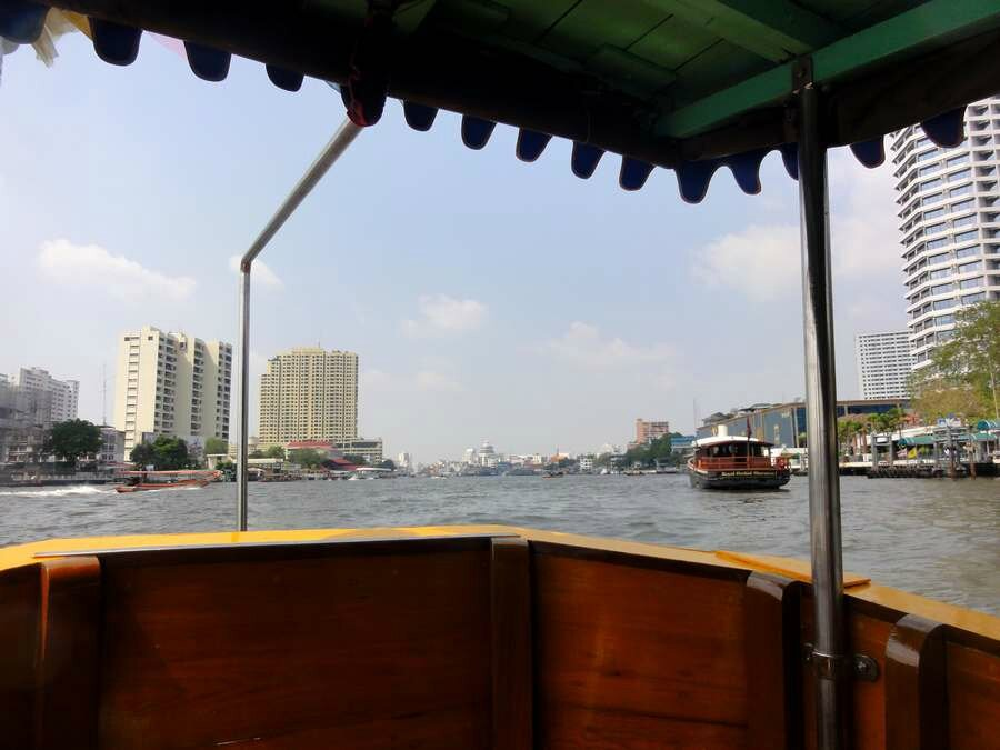 Direction Chao Praya et visite du temple Wat Pro