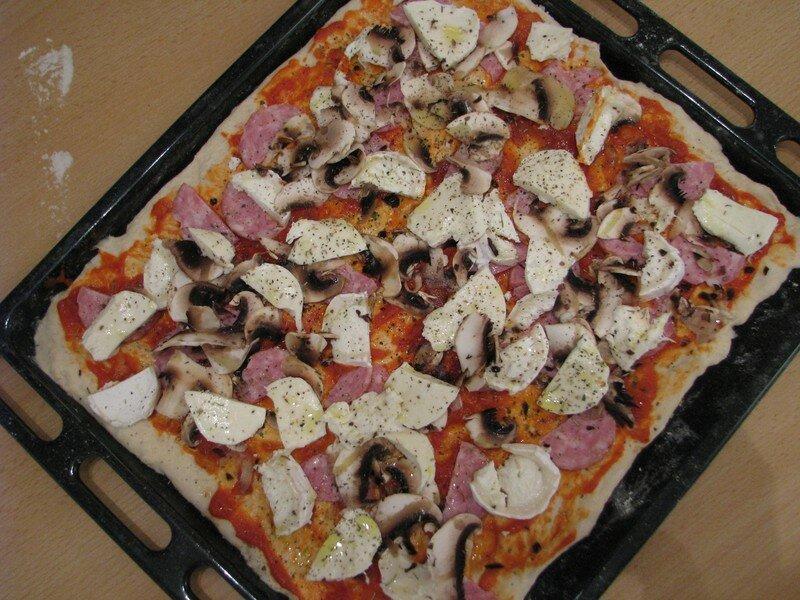 pizza chvre champignons et saucisse de morteau - Cuisson Pizza Maison Four Electrique