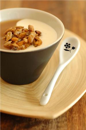 Dessert ying yang & graines soja, courge, tournesol & pignons caramélisées