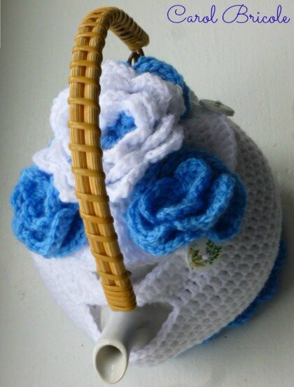 Tea cosy blue flowers 12