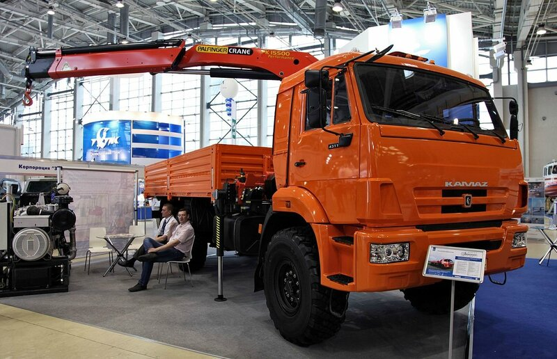 1280px-KAMAZ-43118_with_a_with_a_Palfinger_crane