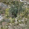 La route serpente en bas ...de Pont de Barret
